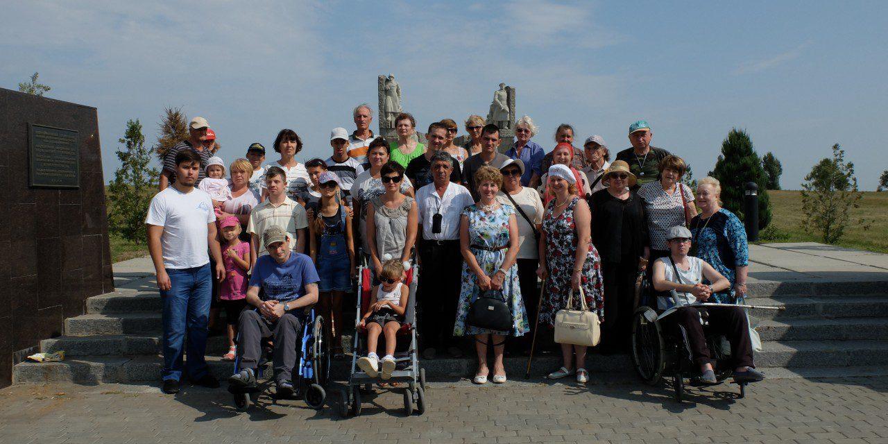 Инвалиды почтили память защитников Таганрога от немецко-фашистских захватчиков и побывали в Никольском храме