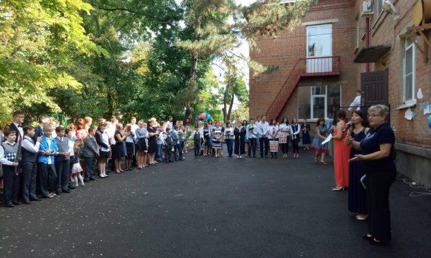 Священники Таганрогского благочиния приняли участие в поздравлении сотрудников и учащихся государственной коррекционной школы с Днём знаний