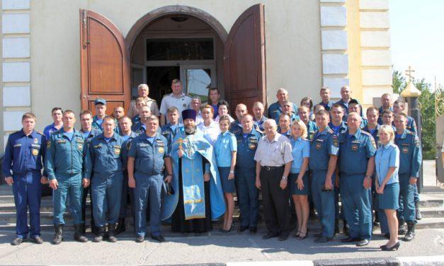 В таганрогском Никольском храме состоялся молебен сотрудников МЧС у иконы «Неопалимая Купина»