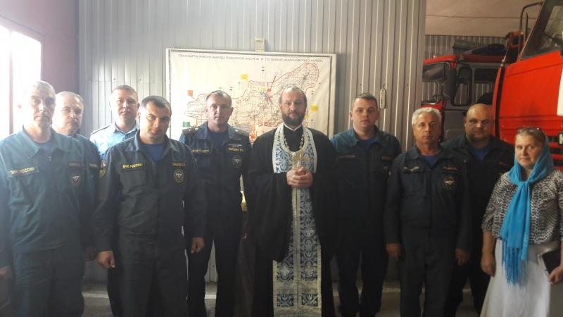 Настоятель Покровского храма Неклиновского района совершил молебен в пожарной части № 81