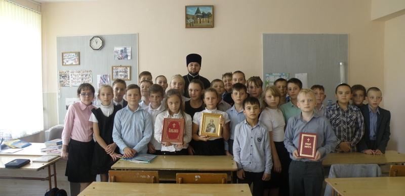 Клирик Сергиевского храма г. Таганрога посетил урок православной культуры в средней школе № 30