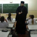 Вопросы христианского учения и межличностных отношений обсудили на классном часу в школе № 30 г. Таганрога