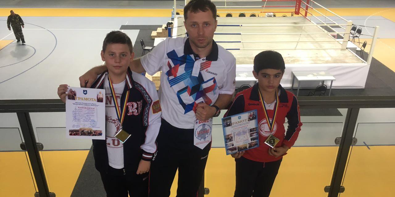 Воспитанники православного спортивно-патриотического клуба «Ставрос» приняли участие в открытом первенстве Таганрогского казачьего округа по боксу