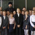 Клирик Сергиевского храма Таганрога принял участие в беседе с учениками школы № 3 по основам православной культуры