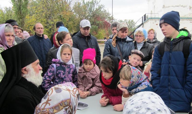 Учащиеся воскресной школы Магдалининского храма с. Красный Десант посетили Свято-Донской мужской монастырь в станице Старочеркасской