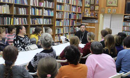 Благочинный приходов Таганрогского округа, духовник Елисаветинского сестричества протоиерей Алексей Лысиков провел семинар для сестер милосердия
