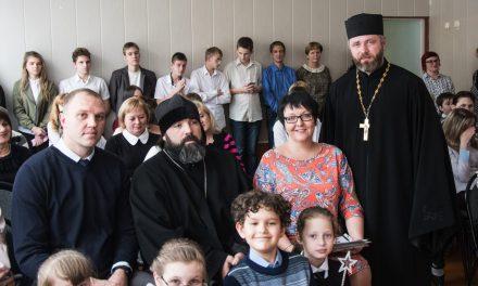 Клирики Таганрогского благочиния приняли участие в поздравлении учащихся и сотрудников городской коррекционной школы с днём её основания