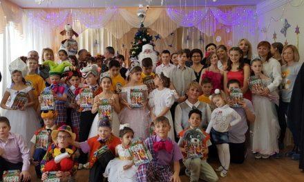 Настоятель Сергиевского храма г. Таганрога посетил новогодний утренник социального приюта для детей и подростков