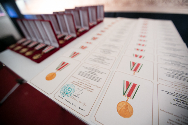 Главой Донской митрополии протоиерею Иоанну Кудричу вручена юбилейная медаль «В память 100-летия восстановления Патриаршества в Русской Православной Церкви»