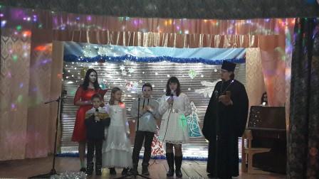 Настоятель Никольского прихода с. Лакедемоновка и воспитанники воскресной группы приняли участие в рождественском фестивале