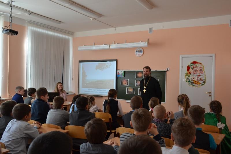 В Краснодесантской средней школе прошёл открытый урок «Светлый праздник Рождества Христова»