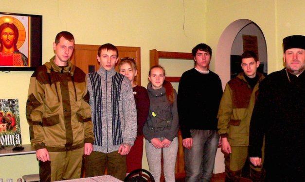 В Магдалининском храме с. Андреево-Мелентьево прошла встреча настоятеля храма и молодых казаков Неклиновского юрта