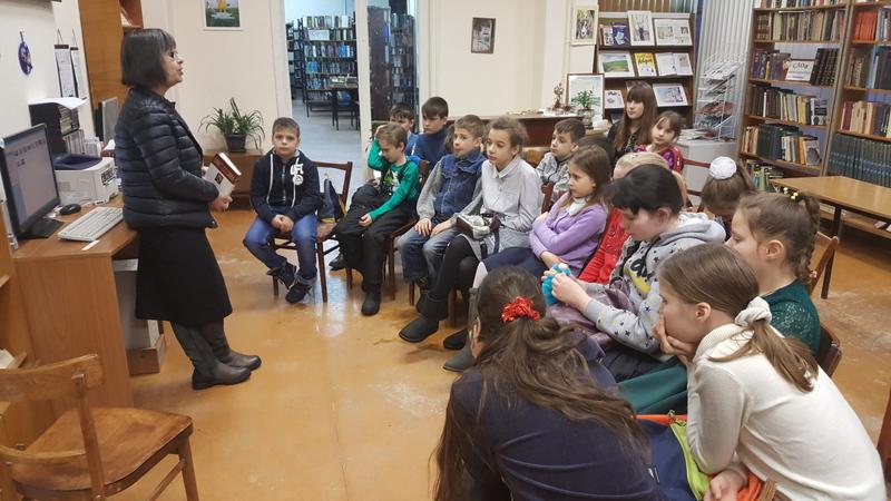 Учащиеся воскресной школы Сергиевского храма посетили библиотеку г. Таганрога
