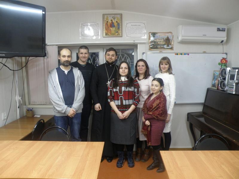 В Сергиевском храме г. Таганрога прошла молодежная встреча на тему «Что есть Церковь для меня?»