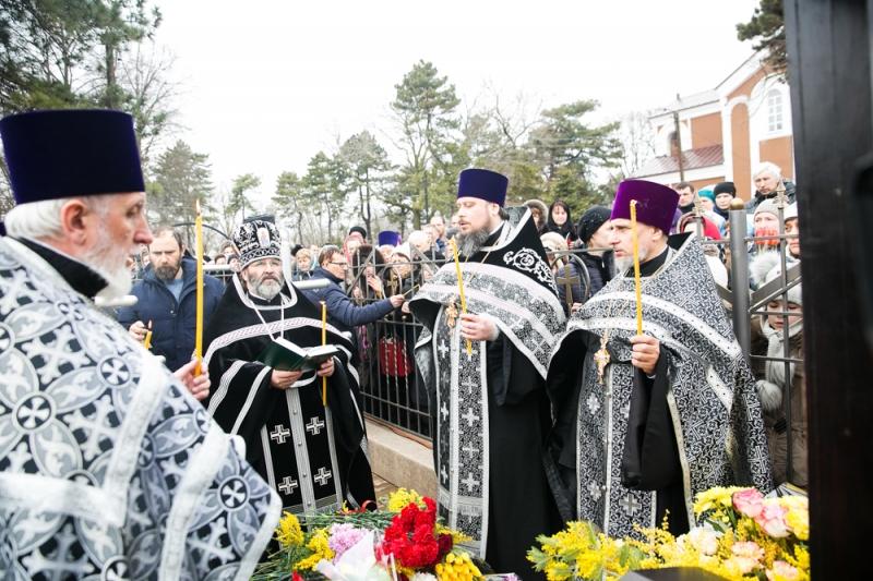 Панихида по протоиерею Иоанну Домовскому совершена на месте погребения донского подвижника благочестия