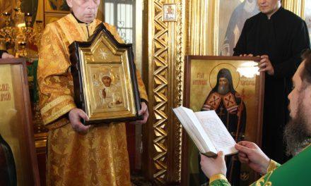 В Никольском храме Таганрога состоялось освящение отреставрированных и новонаписанных храмовых икон