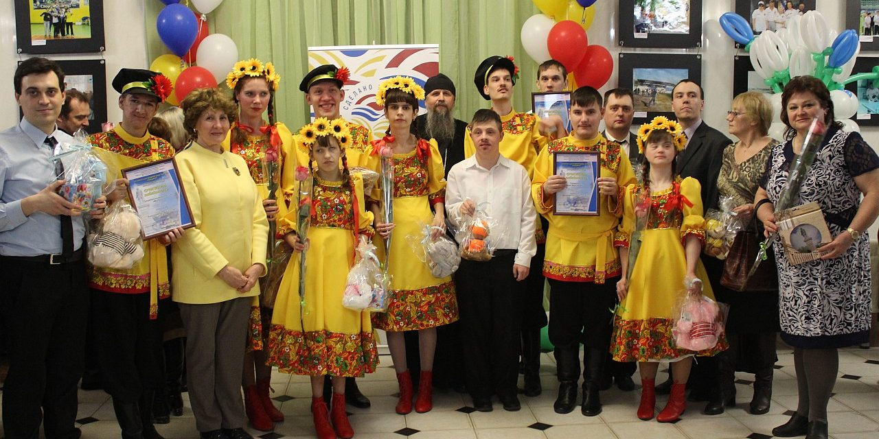 Священник Никольского храма г. Таганрога принял участие в закрытии городского фестиваля для инвалидов «Весенняя капель»