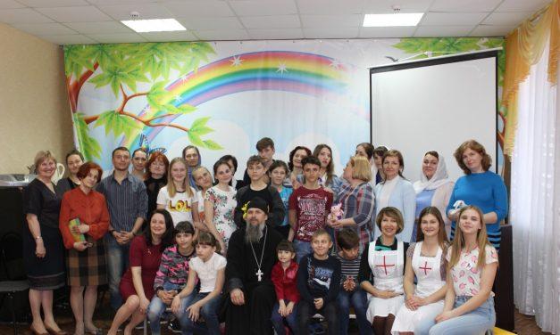 Жёны священнослужителей таганрогских храмов побывали с праздничным визитом в городском детском доме №5
