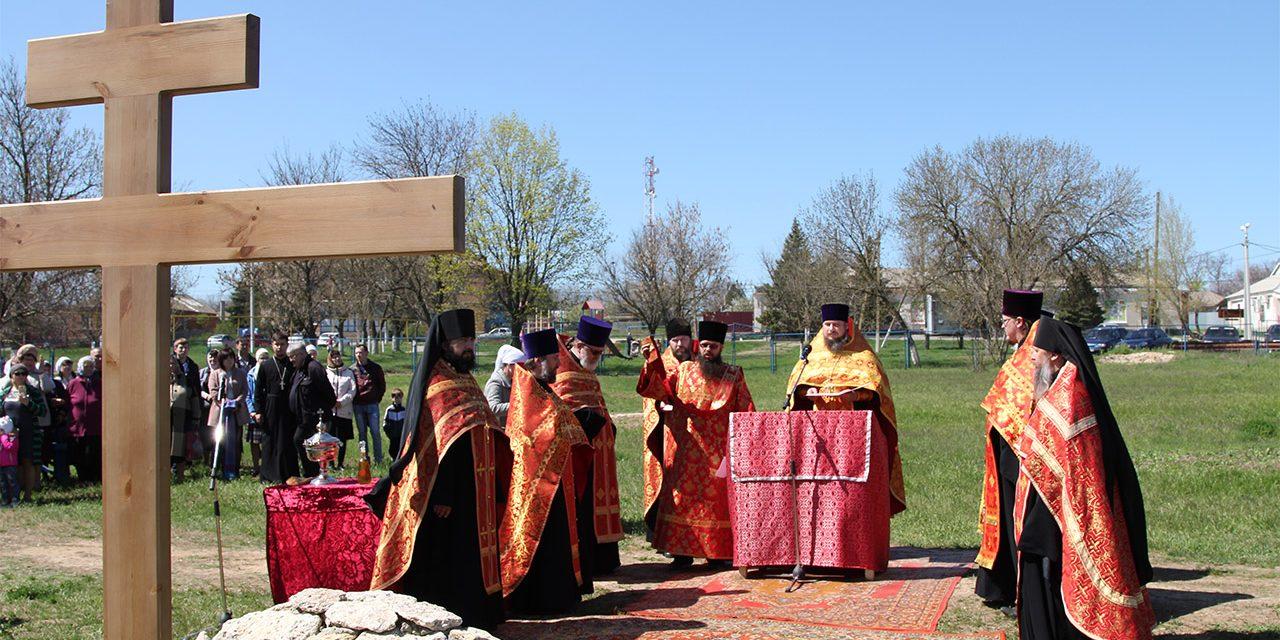 В селе Натальевка состоялось освящение Креста и закладного камня в основание нового Покровского храма
