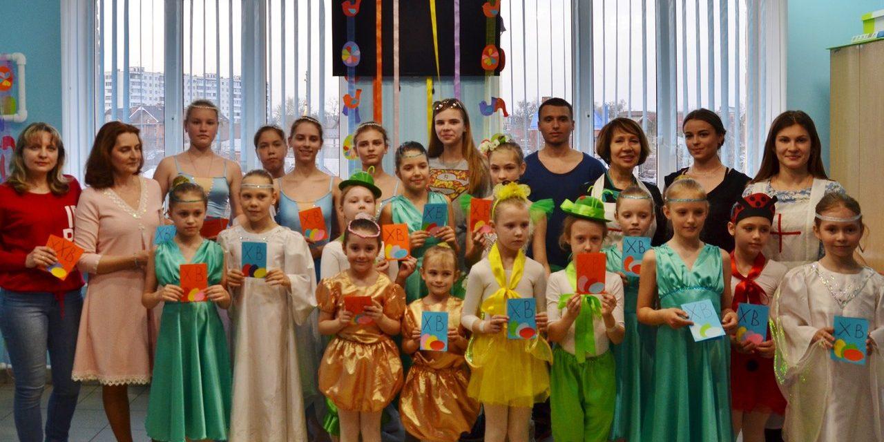 Волонтерская группа Елисаветинского сестричества поздравила пациентов детской больницы Таганрога с Воскресением Христовым