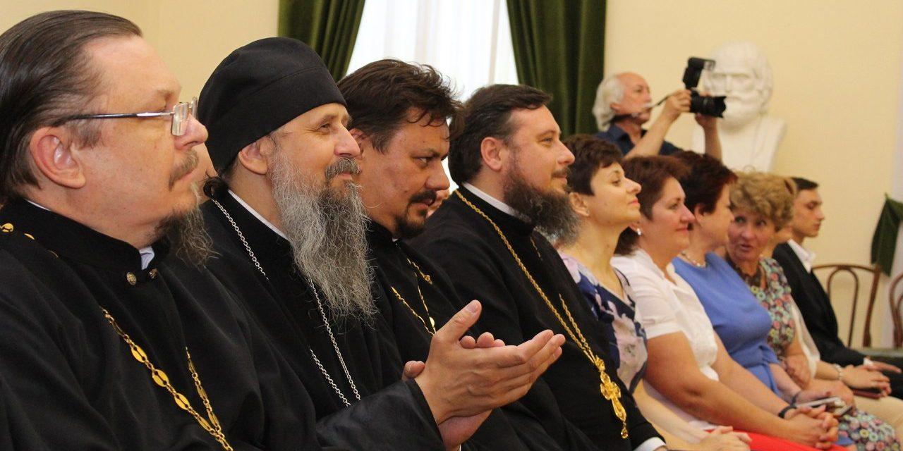 Под патронажем Таганрогского благочиния состоялся бал молодежи с ментальными нарушениями