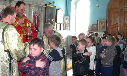 Учащиеся Сухо-Сарматской школы причастились Святых Христовых Таин в Магдалининском храме с. Андреево-Мелентьево