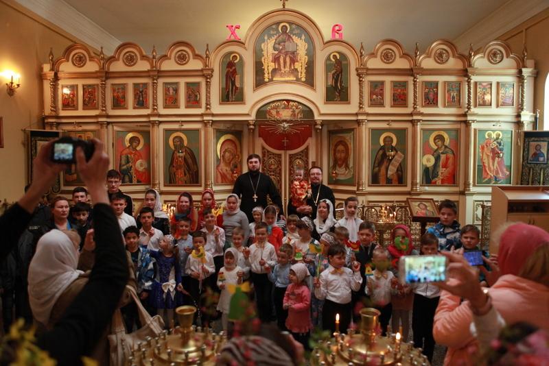 В Сергиевском храме Таганрога поздравили прихожан с пасхальными праздниками
