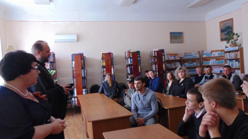 Настоятель Покровского храма принял участие во встрече, направленной на профилактику преступлений среди молодежи