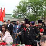 Священнослужители храмов г. Таганроге приняли участие в возложении цветов к монументу воинской славы