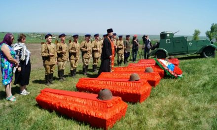 В преддверии Дня Победы на Самбекских высотах торжественно перезахоронили останки бойцов, найденные на полях Миус-фронта