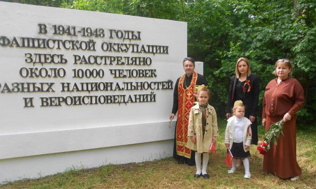 В День Победы в с.Новобессергеневка совершены благодарственный молебен и возложение цветов к памятнику погибшим