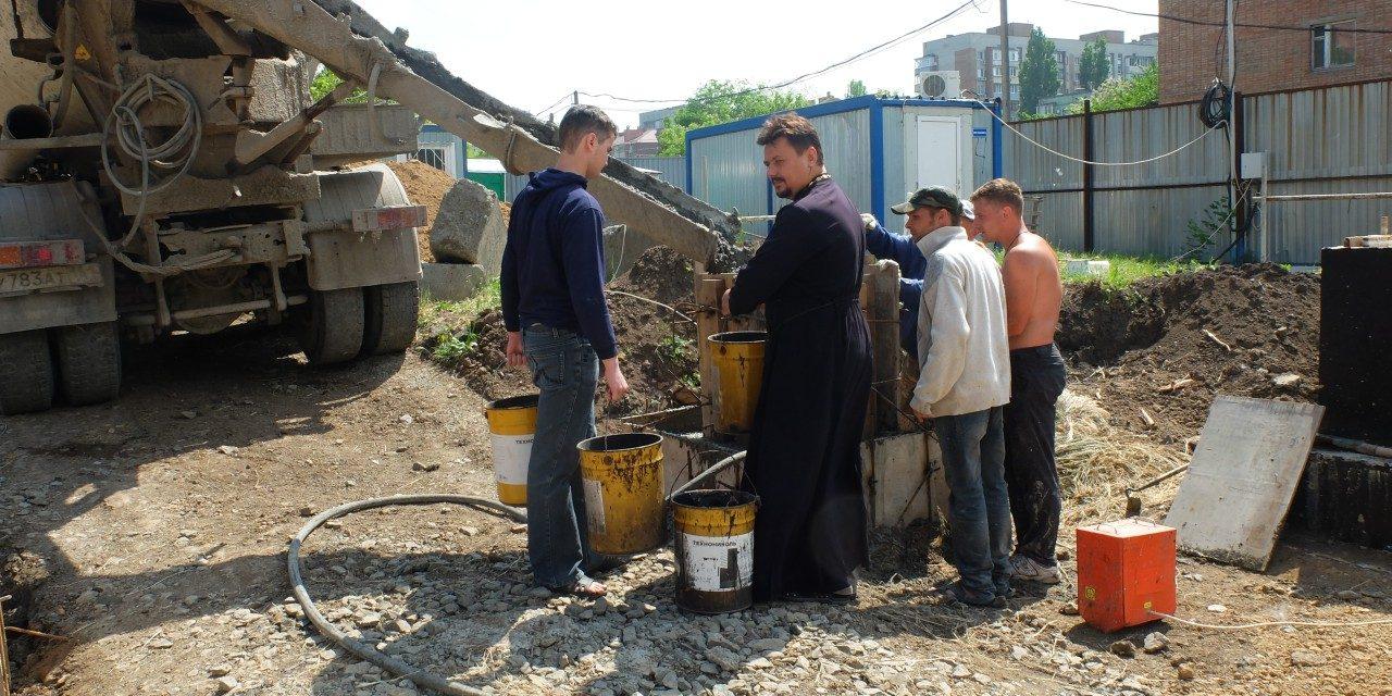 Ученики специальной коррекционной школы № 19 продолжают трудовую практику, помогая приходам Таганрогского благочиния