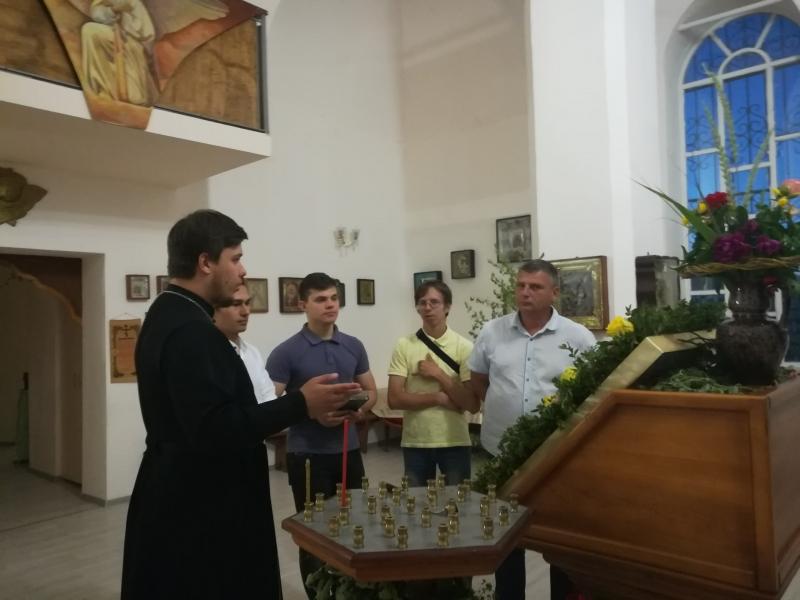 В Александро-Невском храме села Вареновка начался цикл практических и теоретических занятий для прихожан