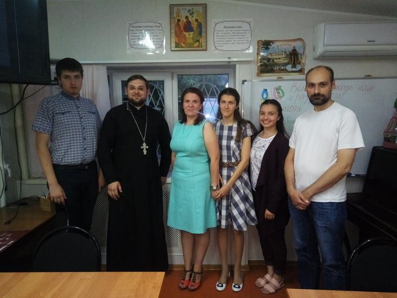 В Сергиевском храме Таганрога прошла молодежная встреча на тему христианской миссии на Востоке