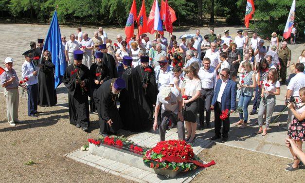 Священники Таганрогского благочиния приняли участие в церемонии, посвящённой Дню памяти и скорби