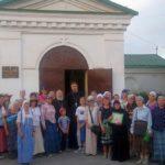 В приходе Всех Святых с. Синявское встретили паломников, направлявшихся к мощам праведного старца Павла