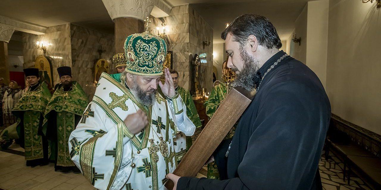 Состоялась торжественная передача иконы с частицей мощей святого праведного Павла Таганрогского в Кемеровскую епархию