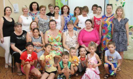 Волонтеры Елисаветинского сестричества милосердия провели игровую программу для детей и родителей в  Таганрогском центре помощи детям №5
