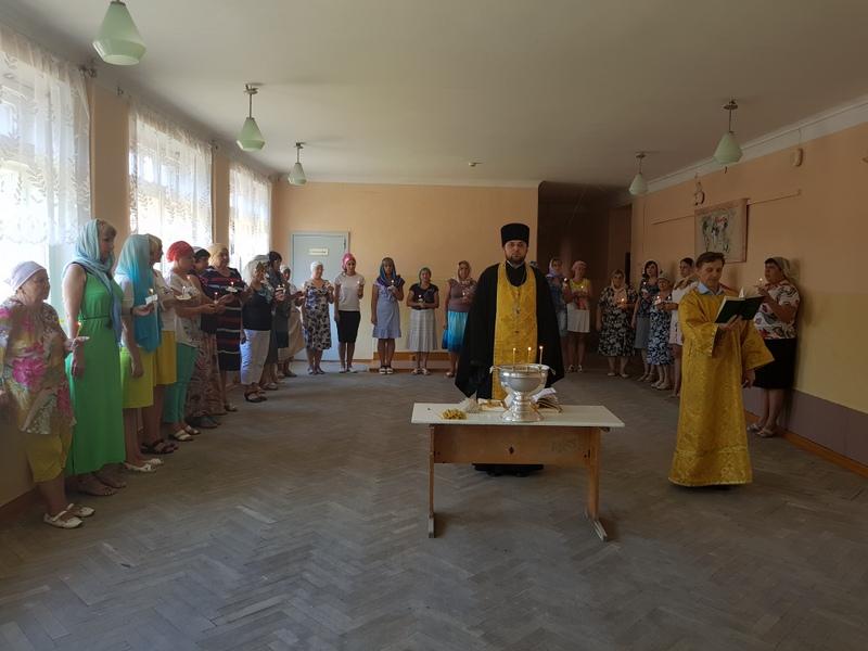 Клирик Сергиевского храма Таганрога совершил молебен в школе № 3 им. Ю.А. Гагарина