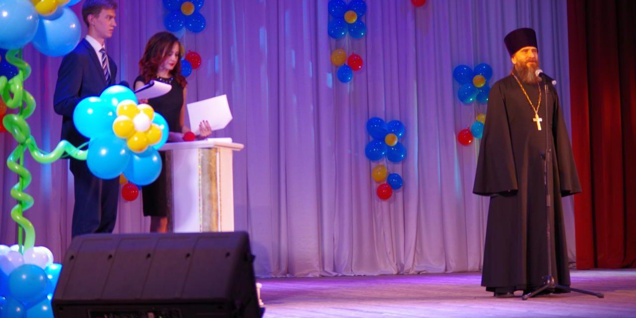 Помощник благочинного Таганрогского округа принял участие в торжественных мероприятиях ко Дню учителя