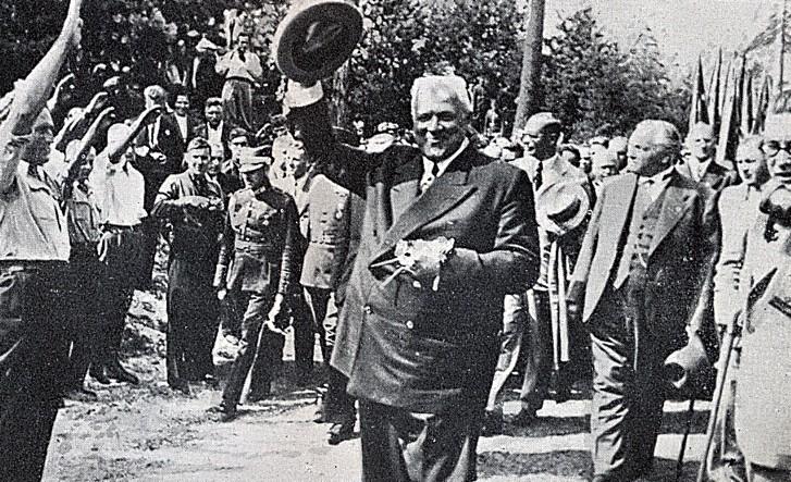 Ка́рлис А́угустс Ви́лхелмс У́лманис. латвийский политический и государственный деятель. Авторитарный правитель Латвии в 1934—1940 годах.