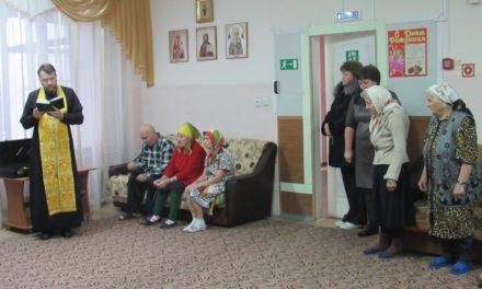 Настоятель Покровского храма совершил Таинства Исповеди и Причастия в доме-интернате с. Натальевка
