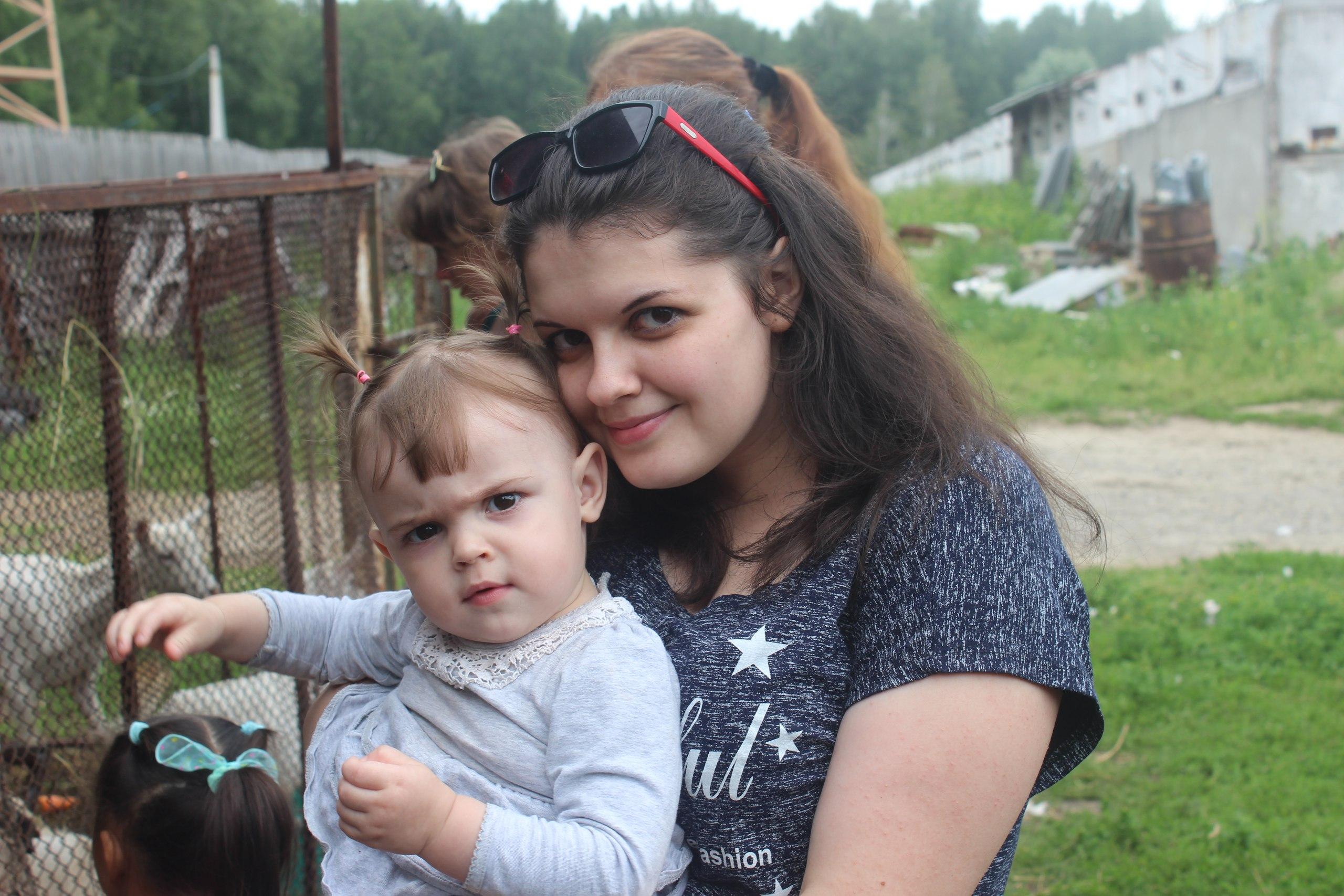 Оксана и её дочь Настя