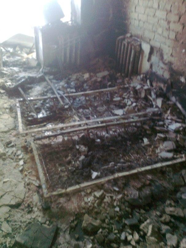 Сгоревшая квартира после артобстрела