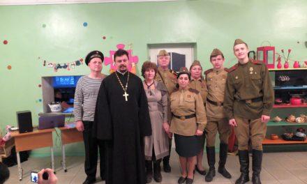 Клирик Таганрогского благочиния посетил праздничный концерт, посвященный памяти героев Отечества