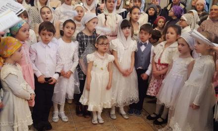 8 января воспитанники воскресной школы Георгиевского храма поздравили прихожан с праздником Рождества Христова