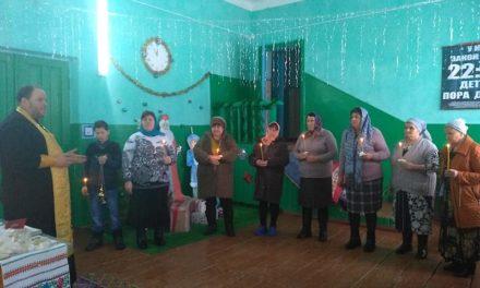 Настоятель Магдалининского храма провел беседу о Таинствах Церкви для жителей с. Ивановка