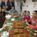 В приходе Сергиевского храма прошел мастер-класс по изготовлению пряничных домиков