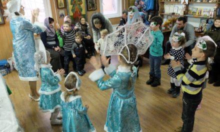 В канун Нового года юные прихожане храма Серафима Саровского Таганрога приняли участие в зимнем празднике для детей