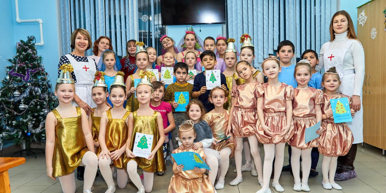 Волонтеры Елисаветинского сестричества милосердия поздравили с Рождеством Христовым пациентов детской больницы г.Таганрога